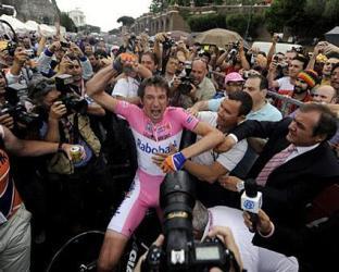 000_dv523492 Меньшов вписал свое имя в историю. Тяжелейшая знаменитая  Супер-веломногодневка Giro d'Italia покоряется Россиянину.