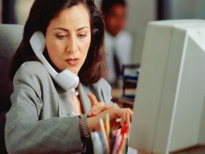 mulher-trabalhando Не усложняйте себе жизнь - внедрение 1С в свой бизнес