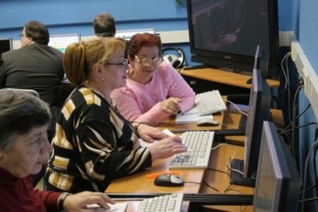 Kursy_po_obucheniju_kompjuternoi_gramotnosti6 Бизнес-идея: организация обучающих курсов компьютерной грамотности для людей старого поколения