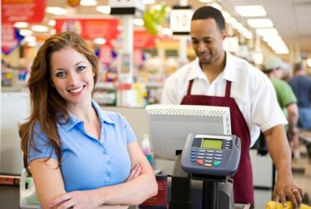 woman-checkout-line Как выбрать торговое оборудование и контрольно-кассовую машину для своего бизнеса
