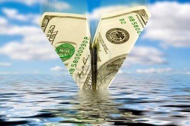 6085933-finances-crisis-business-bankrupt-money-plane-crash-in-water Плюсы и минусы банкротства в бизнесе
