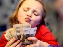 61-220x165 Как маленькие дети относятся к деньгам?