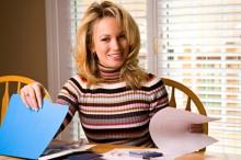 woman-managing-finances-220x146 11 аспектов выбора МЛМ Спонсора 2.0