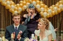 8b95c3217ccd50bd99568eded60d2a21-220x146 Тамада на свадьбу: как сделать правильный выбор