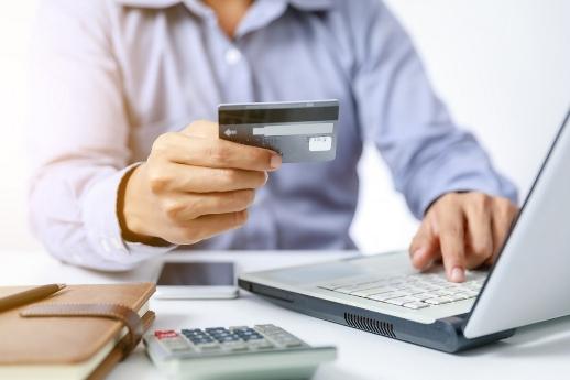 plateni-osigurovki-sa-sred-iziskvaniyata-za-mikrokrediti-960x640 Оформляем кредит на карту, не выходя из дома