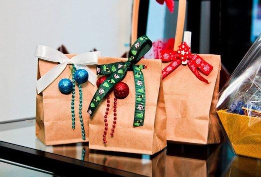 topshowmen-novosti-c161223020415 Выбор подарка на новый год для коллег и друзей